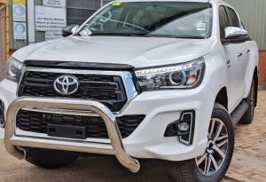 Toyota Hilux 2015~ Low Loop Alloy Nudge Bar - Polished Alloy