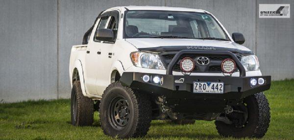Toyota Hilux '05 -'15 Bull bar - single hoop black powder coated